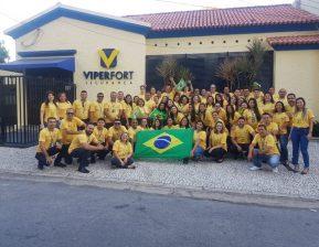 Colaboradores do Grupo Viper em clima de Copa